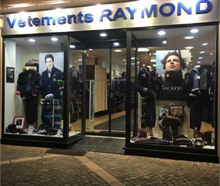 VETEMENTS RAYMOND
